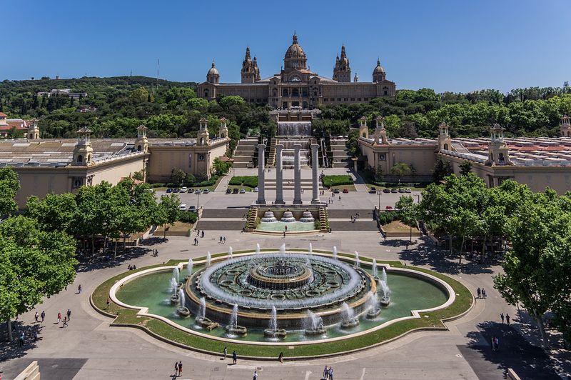 <div class='imageHoverDetail'>              <p class='imageHoverTitle twoLineBreak'>Vista aèria del Museu Nacional d'Art de Catalunya (MNAC), la Font Màgica i le...</p>              <p class='imageHoverAutor oneLineBreak'>Autor: AL PHT Air Picture TAVISA</p>              <button class='imageHoverBtn'>Mostra els detalls de la imatge <span class='sr-only'>Vista aèria del Museu Nacional d'Art de Catalunya (MNAC), la Font Màgica i le...</span></button>              </div>