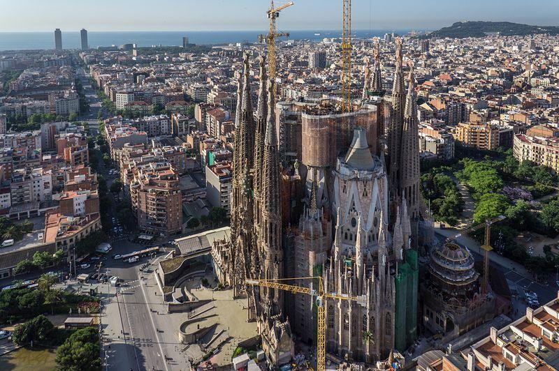 <div class='imageHoverDetail'>              <p class='imageHoverTitle twoLineBreak'>Sagrada Família amb vistes del litoral de Barcelona</p>              <p class='imageHoverAutor oneLineBreak'>Autor: AL PHT Air Picture TAVISA</p>              <button class='imageHoverBtn'>Mostra els detalls de la imatge <span class='sr-only'>Sagrada Família amb vistes del litoral de Barcelona</span></button>              </div>