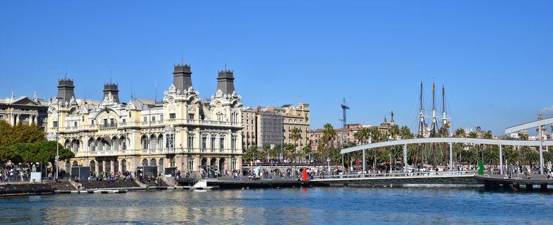 <div class='imageHoverDetail'>              <p class='imageHoverTitle twoLineBreak'>Port de Barcelona vist des del mar amb l'Autoritat Portuària i la rambla de Mar</p>              <p class='imageHoverAutor oneLineBreak'>Autor: Antonio Lajusticia Bueno</p>              <button class='imageHoverBtn'>Mostra els detalls de la imatge <span class='sr-only'>Port de Barcelona vist des del mar amb l'Autoritat Portuària i la rambla de Mar</span></button>              </div>