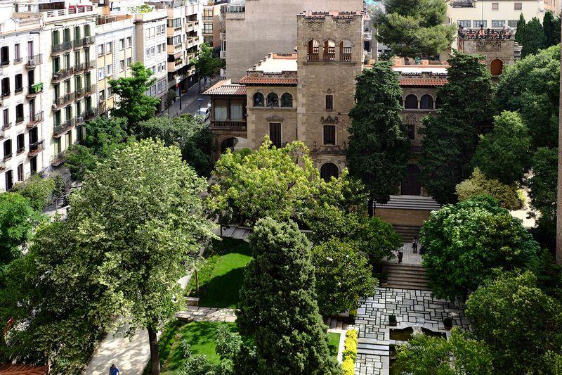 <div class='imageHoverDetail'>              <p class='imageHoverTitle twoLineBreak'>Jardins de la Fundació Julio Muñoz Ramonet (Can Fabra). Vista aèria del jardí...</p>              <p class='imageHoverAutor oneLineBreak'>Autor: Vicente Zambrano González</p>              <button class='imageHoverBtn'>Mostra els detalls de la imatge <span class='sr-only'>Jardins de la Fundació Julio Muñoz Ramonet (Can Fabra). Vista aèria del jardí...</span></button>              </div>