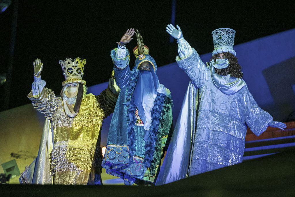 Els Reis d'Orient saluden tots els infants abans de marxar cap al Parc de la Màgia d'Orient
