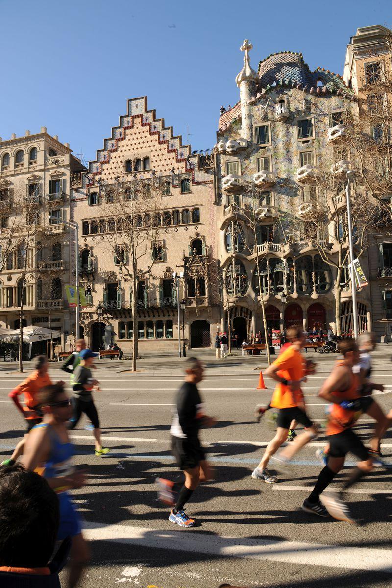 <div class='imageHoverDetail'>              <p class='imageHoverTitle twoLineBreak'>Marató de Barcelona 2015 passant per davant de la Casa Batlló i de la Casa Am...</p>              <p class='imageHoverAutor oneLineBreak'>Autor: Antonio Lajusticia Bueno</p>              <button class='imageHoverBtn'>Mostra els detalls de la imatge <span class='sr-only'>Marató de Barcelona 2015 passant per davant de la Casa Batlló i de la Casa Am...</span></button>              </div>
