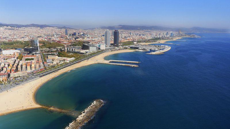<div class='imageHoverDetail'>              <p class='imageHoverTitle twoLineBreak'>Vista panoràmica de les platges de la Barceloneta, Espigó del Gas i platja de...</p>              <p class='imageHoverAutor oneLineBreak'>Autor: HEMAV</p>              <button class='imageHoverBtn'>Mostra els detalls de la imatge <span class='sr-only'>Vista panoràmica de les platges de la Barceloneta, Espigó del Gas i platja de...</span></button>              </div>