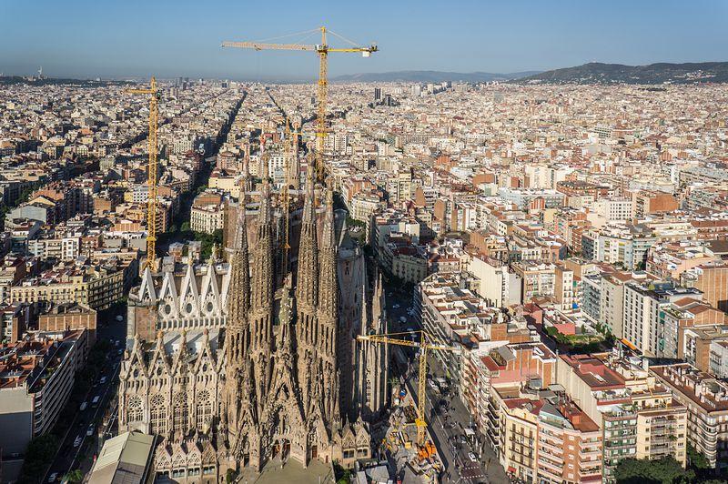 <div class='imageHoverDetail'>              <p class='imageHoverTitle twoLineBreak'>Sagrada Família. Façana del Naixement i vistes de Barcelona</p>              <p class='imageHoverAutor oneLineBreak'>Autor: AL PHT Air Picture TAVISA</p>              <button class='imageHoverBtn'>Mostra els detalls de la imatge <span class='sr-only'>Sagrada Família. Façana del Naixement i vistes de Barcelona</span></button>              </div>
