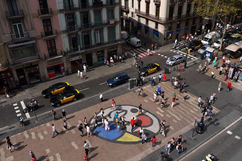<div class='imageHoverDetail'>              <p class='imageHoverTitle twoLineBreak'>La Rambla Mosaic de Joan Miró al pla de l'Os</p>              <p class='imageHoverAutor oneLineBreak'>Autor: Vicente Zambrano González</p>              <button class='imageHoverBtn'>Mostra els detalls de la imatge <span class='sr-only'>La Rambla Mosaic de Joan Miró al pla de l'Os</span></button>              </div>