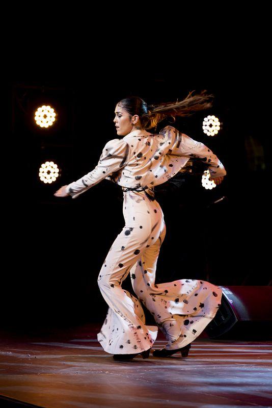 <div class='imageHoverDetail'>              <p class='imageHoverTitle twoLineBreak'>Actuació de ball flamenc de la Patricia Guerrero al festival de flamenc Desvarío</p>              <p class='imageHoverAutor oneLineBreak'>Autor: Mariona Gil</p>              <button class='imageHoverBtn'>Mostra els detalls de la imatge <span class='sr-only'>Actuació de ball flamenc de la Patricia Guerrero al festival de flamenc Desvarío</span></button>              </div>