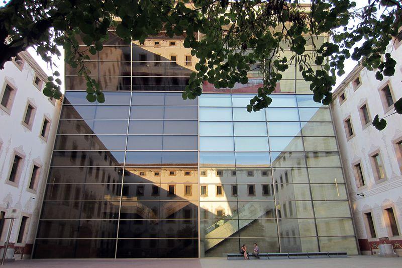 <div class='imageHoverDetail'>              <p class='imageHoverTitle twoLineBreak'>Centre de Cultura Contemporània de Barcelona (CCCB). Edifici amb façana de vidre</p>              <p class='imageHoverAutor oneLineBreak'>Autor: Vicente Zambrano González</p>              <button class='imageHoverBtn'>Mostra els detalls de la imatge <span class='sr-only'>Centre de Cultura Contemporània de Barcelona (CCCB). Edifici amb façana de vidre</span></button>              </div>